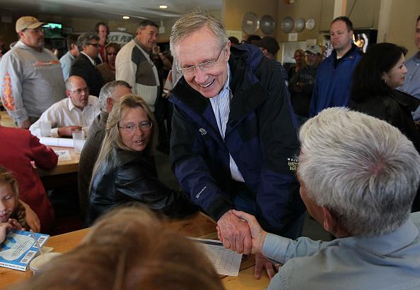 Justin Sullivan「Sen. Harry Reid Embarks On Bus Tour Throughout His Home State Nevada」:写真・画像(3)[壁紙.com]