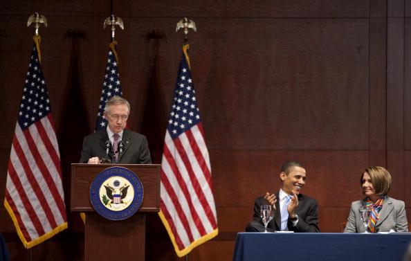 Joshua Roberts「Obama Speaks To Democratic Caucus To Pass Health Care Bill」:写真・画像(9)[壁紙.com]