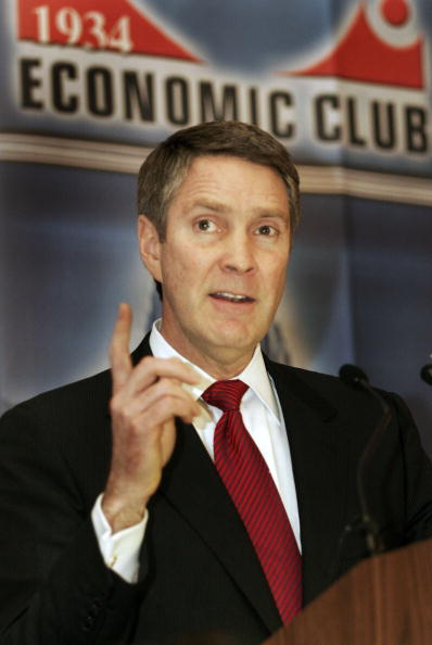 Public Speaker「Senate Majority Leader Bill Frist Addresses The Detroit Economic Club」:写真・画像(15)[壁紙.com]