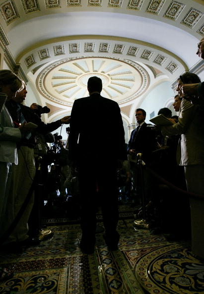 Back Lit「Senate Republicans Hold Policy Meeting」:写真・画像(4)[壁紙.com]