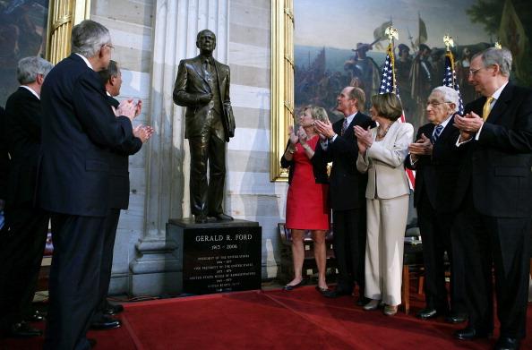 Alex Wong「Congressional Leaders Dedicate Statue Of President Gerald Ford」:写真・画像(4)[壁紙.com]