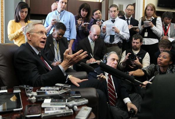 Alex Wong「Senators Reid And Murray Brief The Media On Budget Negotiations」:写真・画像(3)[壁紙.com]