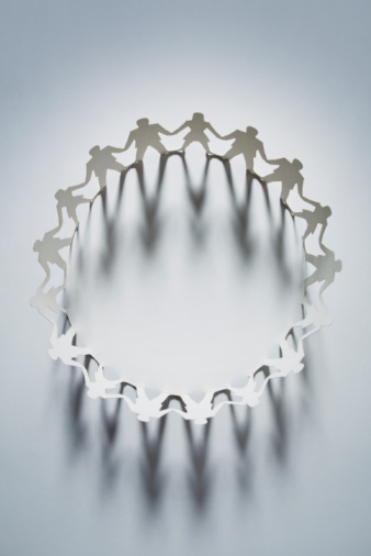 Conformity「Circle of paper cut-out men and women」:スマホ壁紙(1)