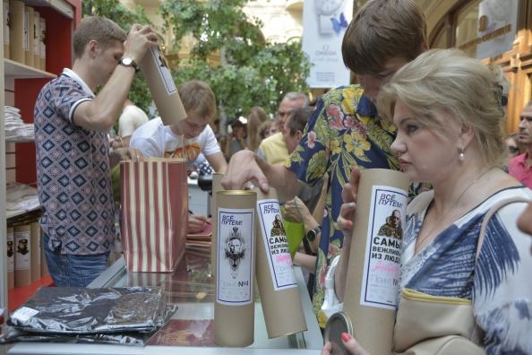 Sweet Food「Brisk Trade In Putin T-Shirts」:写真・画像(19)[壁紙.com]