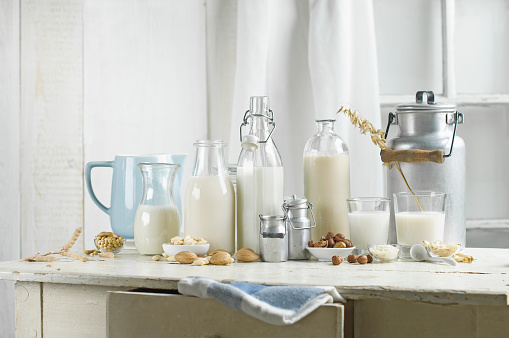 Side By Side「Vegan milk, Soy milk, almond milk, lactose-free, hazelnut milk, rice milk, oak milk」:スマホ壁紙(9)