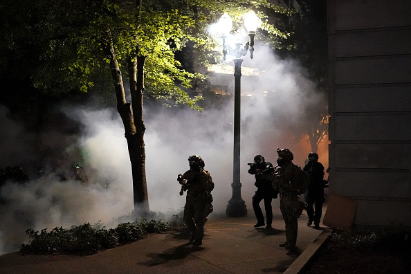 Nathan Howard「Feds Attempt To Intervene After Weeks Of Violent Protests In Portland」:写真・画像(5)[壁紙.com]