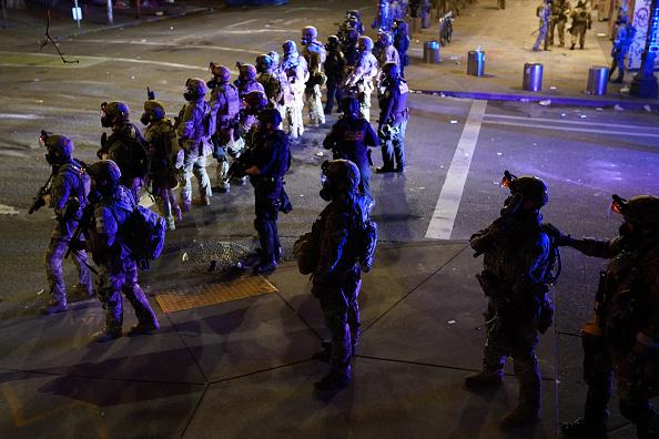 Oregon - US State「Feds Attempt To Intervene After Weeks Of Violent Protests In Portland」:写真・画像(14)[壁紙.com]