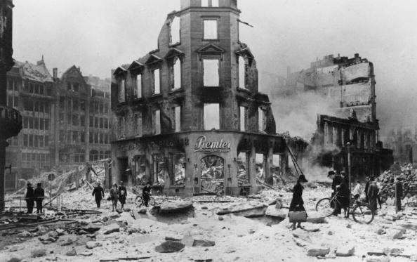 Bomb Damage「Hamburg Ruins」:写真・画像(2)[壁紙.com]