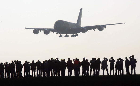 Airbus A380「Giant Airbus A380 Arrives In Hamburg For First Time」:写真・画像(2)[壁紙.com]