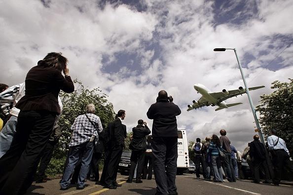 Heathrow Airport「Airbus A380 Super Jumbo Debut Lands At Heathrow」:写真・画像(11)[壁紙.com]
