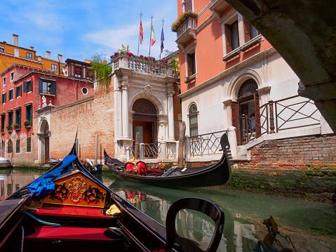 Gondola「Venice from a gondola, Italy」:スマホ壁紙(4)