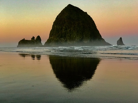 Cannon Beach「Dawn, Cannon Beach, Oregon」:スマホ壁紙(4)