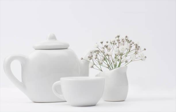 Teapot, teacup and milk jug with flowers:スマホ壁紙(壁紙.com)