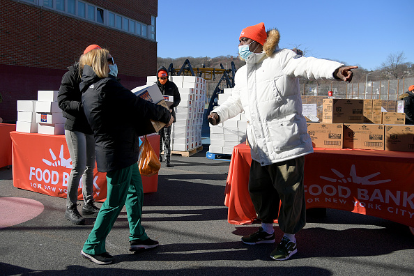 Responsibility「Food Bank For New York City Teams Up With Tracy Morgan And Method Man to Provide Meals To Staten Island Families In Need」:写真・画像(9)[壁紙.com]