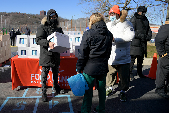 Responsibility「Food Bank For New York City Teams Up With Tracy Morgan And Method Man to Provide Meals To Staten Island Families In Need」:写真・画像(5)[壁紙.com]