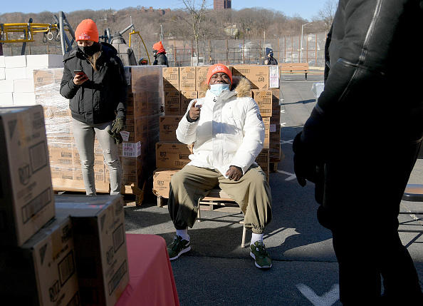 Responsibility「Food Bank For New York City Teams Up With Tracy Morgan And Method Man to Provide Meals To Staten Island Families In Need」:写真・画像(10)[壁紙.com]