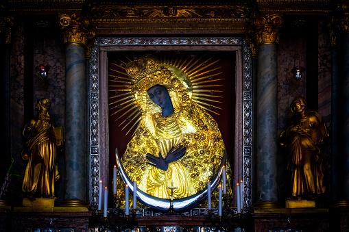 Spirituality「Holy icon of Mother of God Ostrobramska in Vilnius, Lithuania」:スマホ壁紙(9)