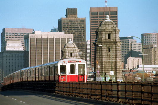 Urban Skyline「Boston To Auction Off Subway Stop Names」:写真・画像(6)[壁紙.com]