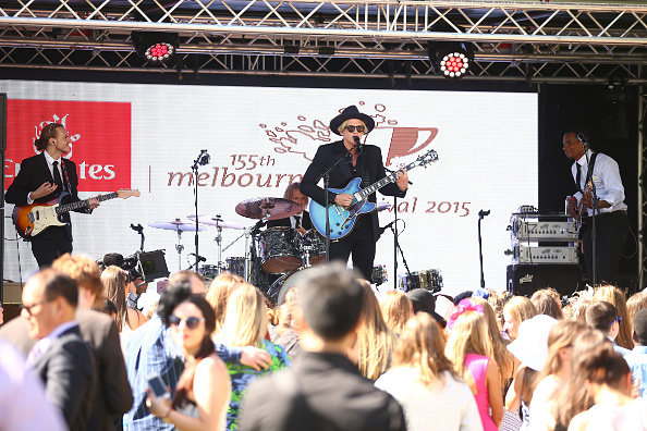 Large Group Of People「Highlights From Emirates Stakes Day」:写真・画像(0)[壁紙.com]