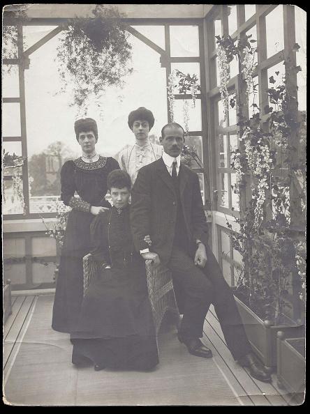 写真「Dowager Empress Maria Fyodorovna, Grand Duke Michael Alexandrovich, Queen Alexandra Of Great Britain」:写真・画像(2)[壁紙.com]