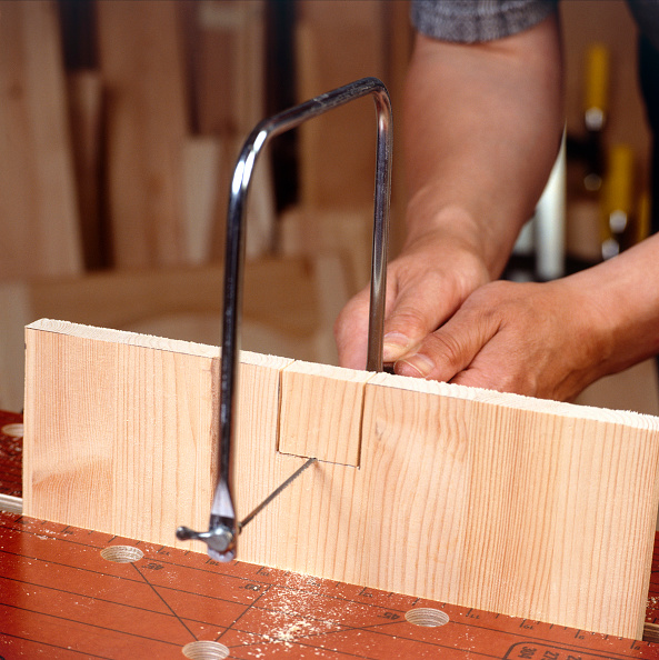 Plank - Timber「Cutting a plank of wood with a saw」:写真・画像(7)[壁紙.com]