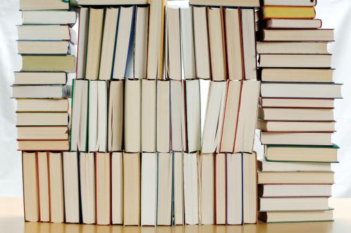 シリーズ画像「Stacked books」:スマホ壁紙(17)