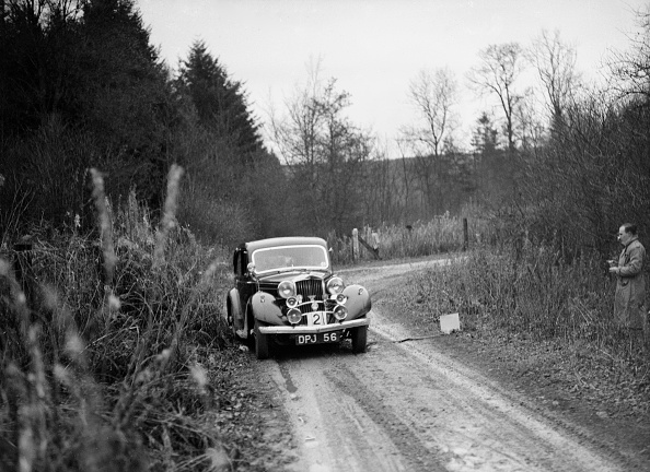 Country Road「1936 Talbot 10 saloon competing in the Great West Motor Club Thatcher Trophy, 1938」:写真・画像(11)[壁紙.com]
