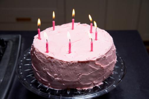 Birthday「Pink birthday cake, elevated view」:スマホ壁紙(13)
