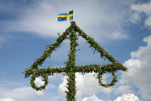 Swedish Culture「Swedish midsummer pole with typical weather」:スマホ壁紙(5)