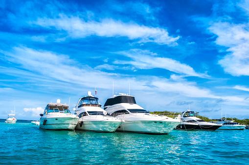 Nautical Vessel「Luxury Yachts anchored in a tropical exotic island beach」:スマホ壁紙(5)