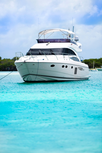 Shallow「Luxury yacht anchored in a tropical island turquoise beach.」:スマホ壁紙(8)