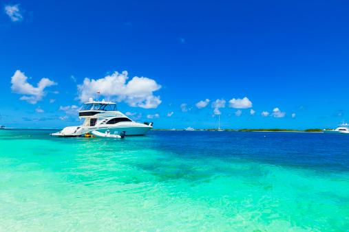 豪華 ビーチ「ラグジュアリーヨット落ち着く南国の島で、トルコブルーのビーチ」:スマホ壁紙(6)