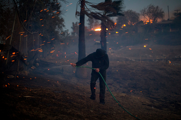 David McNew「Southern California Wildfires Forces Thousands to Evacuate」:写真・画像(5)[壁紙.com]