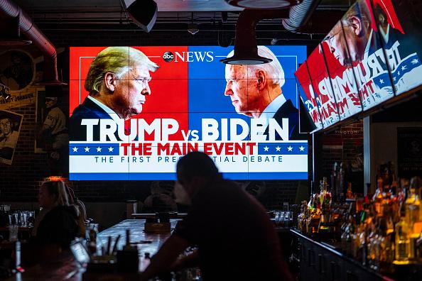 大統領選候補者討論会「Americans Across The Nation Watch First Presidential Debate」:写真・画像(1)[壁紙.com]