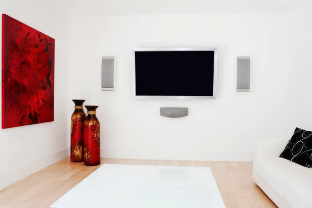 Television, rug and wall art in modern living room:スマホ壁紙(壁紙.com)