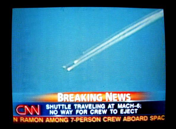 Space Shuttle「Space Shuttle Columbia Breaks Up In Flight」:写真・画像(5)[壁紙.com]