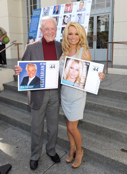 Post - Structure「PETA Goes Postal: Bob Barker and Pamela Anderson Unveil Vegetarian Icons Postage Sheet」:写真・画像(7)[壁紙.com]