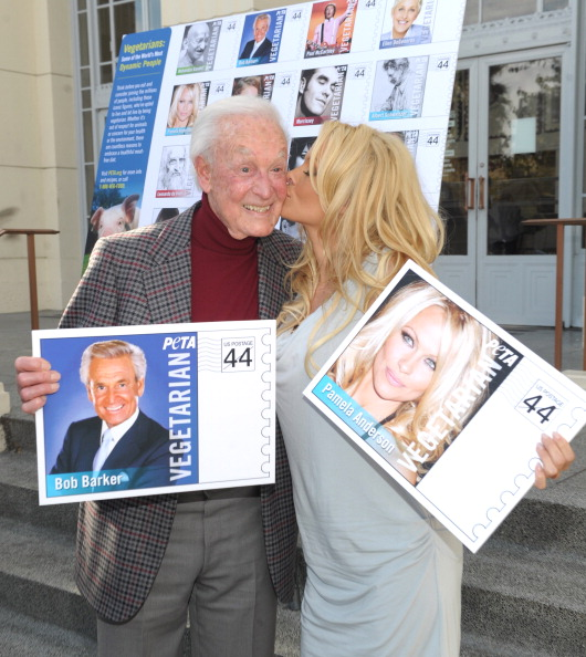 Post - Structure「PETA Goes Postal: Bob Barker and Pamela Anderson Unveil Vegetarian Icons Postage Sheet」:写真・画像(6)[壁紙.com]