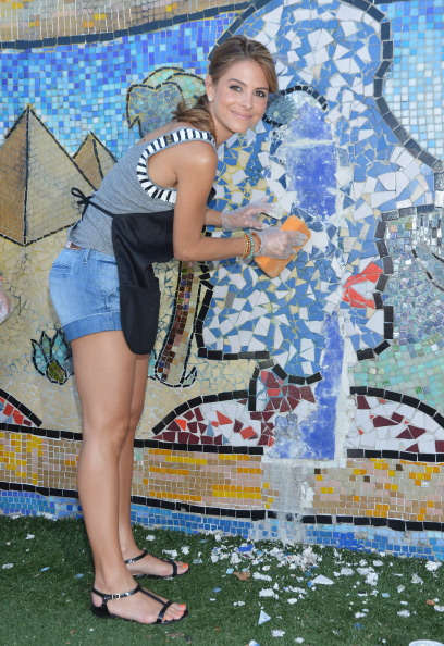 "Denim Shorts「Bing ""Summer Of Doing"" Celebrity Volunteer Event」:写真・画像(9)[壁紙.com]"