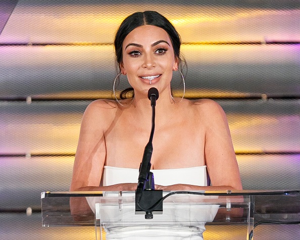 Kim Kardashian「Family Equality Council's Impact Awards at the Beverly Wilshire Hotel - Inside」:写真・画像(7)[壁紙.com]
