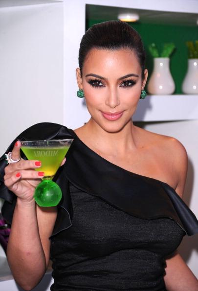 Drinking Glass「Kim Kardashian & Midori Melon Liqueur Launches The Midori Trunk Shows At Trousdale」:写真・画像(19)[壁紙.com]