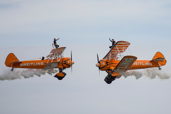 Propeller Airplane「Spectacular Displays At The Annual Eastbourne Airshow」:写真・画像(1)[壁紙.com]