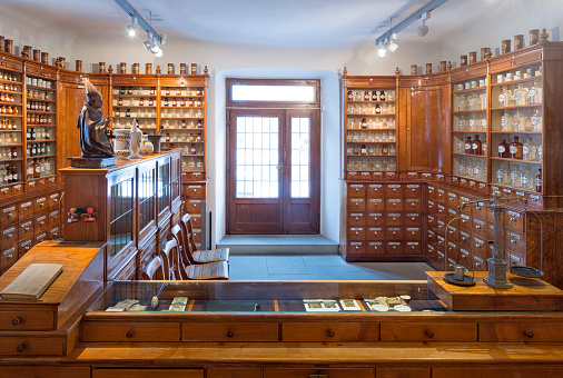 Old-fashioned「Germany, Radolfzell, salesroom of historical pharmacy at municipal museum」:スマホ壁紙(14)