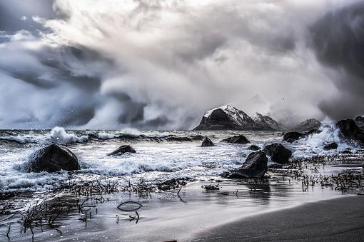 吹雪「Blizzard, Myrland, Lofoten Islands, Norway」:スマホ壁紙(12)