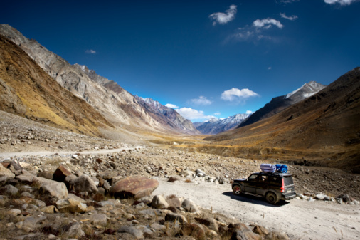 Himalayas「SUV  on Mountain dirt road, camping gears on roof」:スマホ壁紙(8)