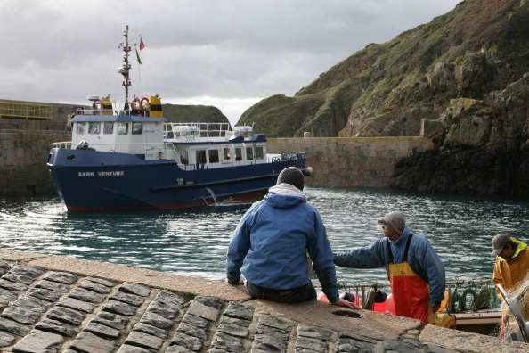 Ferry「Sark Ferry in the Creux Harbour」:写真・画像(18)[壁紙.com]