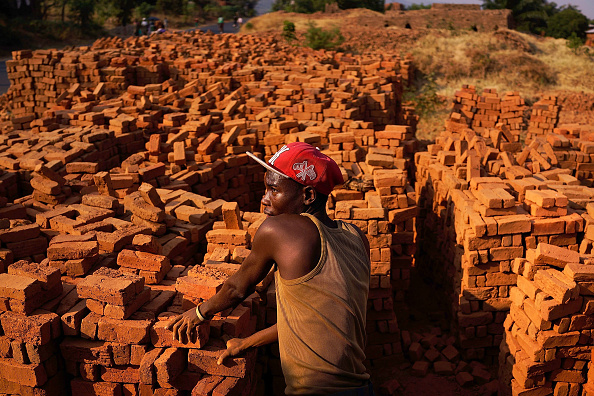 Small Office「Burundians Struggle To Make A Living As Political Crisis Continues」:写真・画像(6)[壁紙.com]