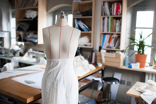 Designer Clothing「A dressmakers model in clothing design studio」:スマホ壁紙(15)