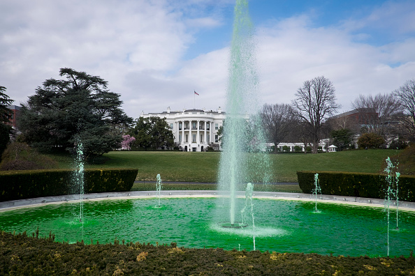 世界的な名所「White House Fountain Goes Green In Honor Of St Patrick's Day」:写真・画像(18)[壁紙.com]