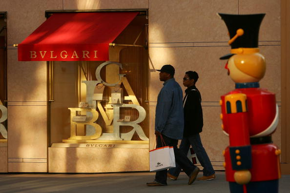Chain - Object「Luxury Chain Stores Feel Effects Of Poor Holiday Shopping Season」:写真・画像(8)[壁紙.com]